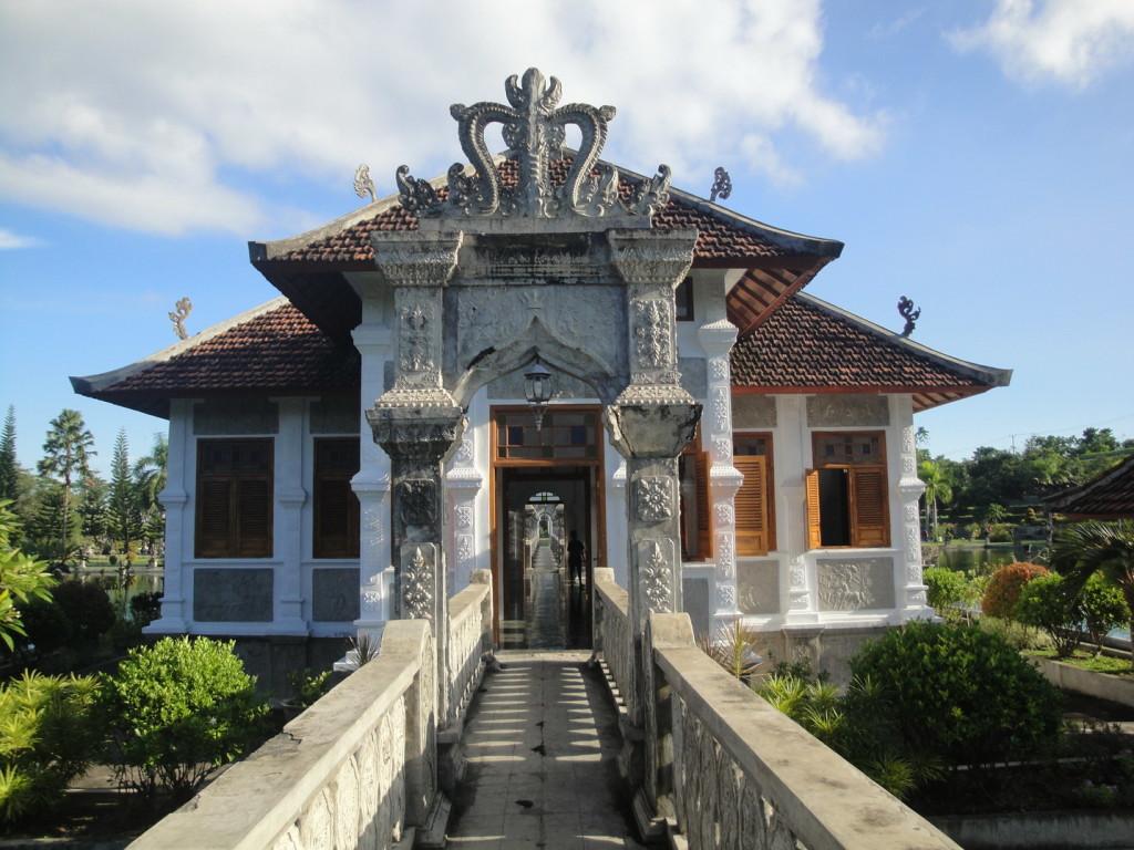 Водный дворец Уджунг Бали