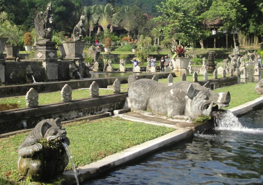 Фото Водный дворец Тирта Ганга Бали