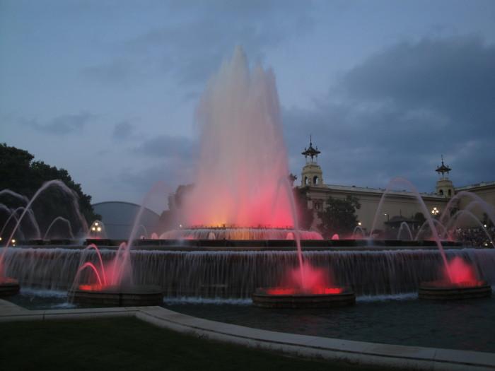 Шоу поющих фонтанов в Барселоне