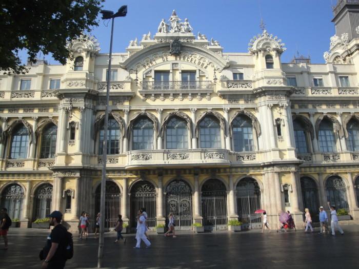 Здание порта Барселоны