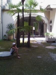 Внутренний садик в еврейском квартале Жмироны