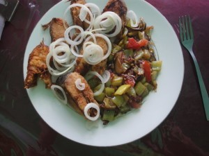 Жаренная форель с жаренными овощами