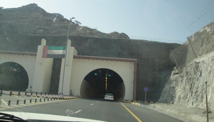 Тоннель на дороге