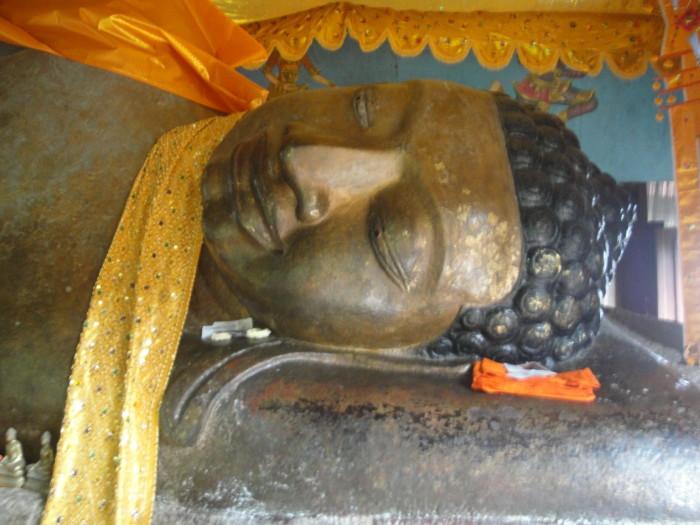 Храм Пном Кулен Лежащий Будда