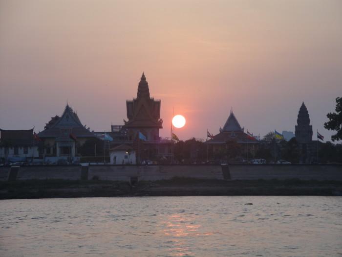Закат в Пномпене