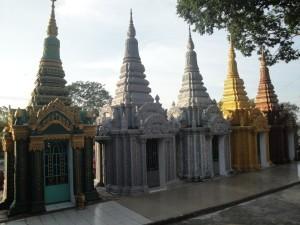 Храм Ват Кром. Захоронения.