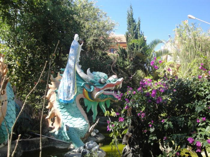 Во дворе храма Золотого Будды