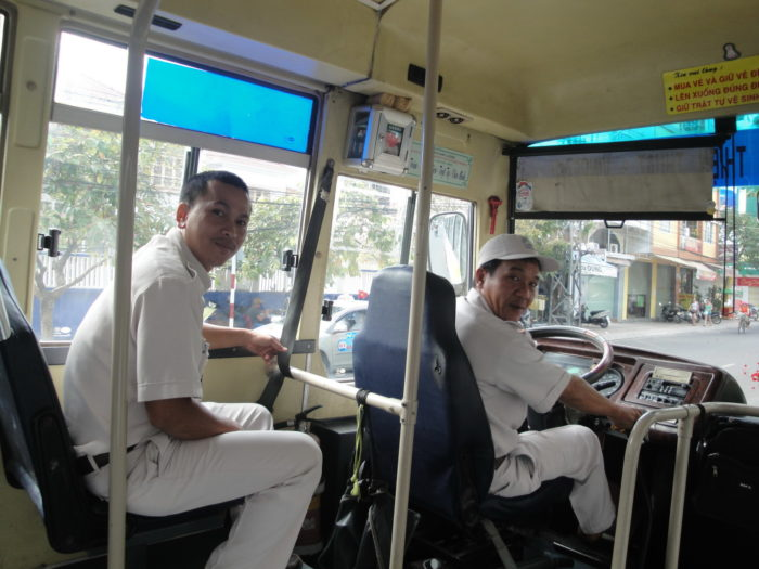 Автобус в Нячанге