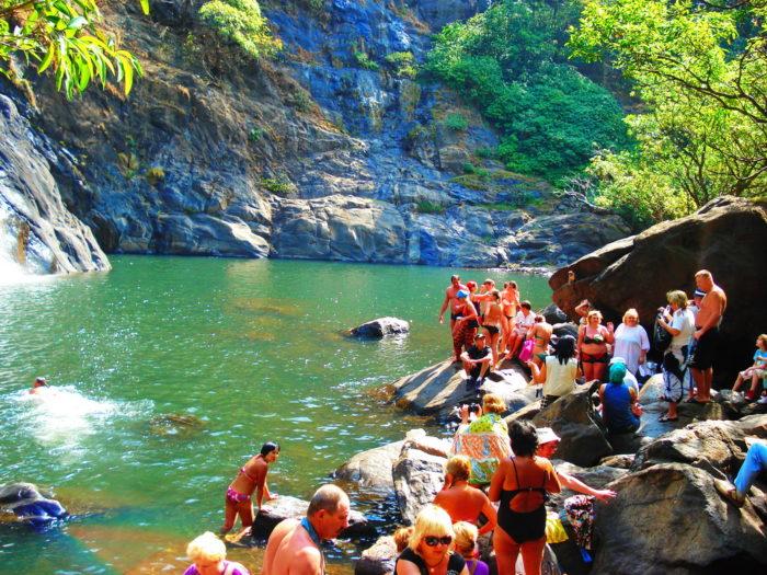 Озеро у водопада Дудхсагар