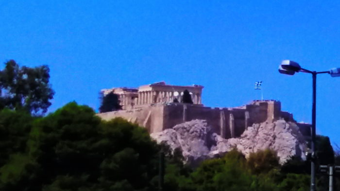 Вид на Акрополь из города