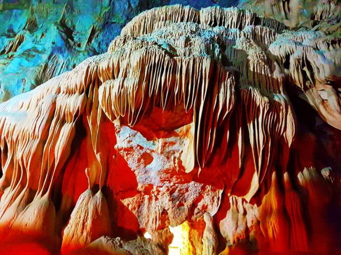 Сталактиты в Пещере озёр