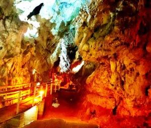 Пещера рядом с Калавритой
