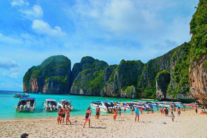 Остров где снимали фильм пляж
