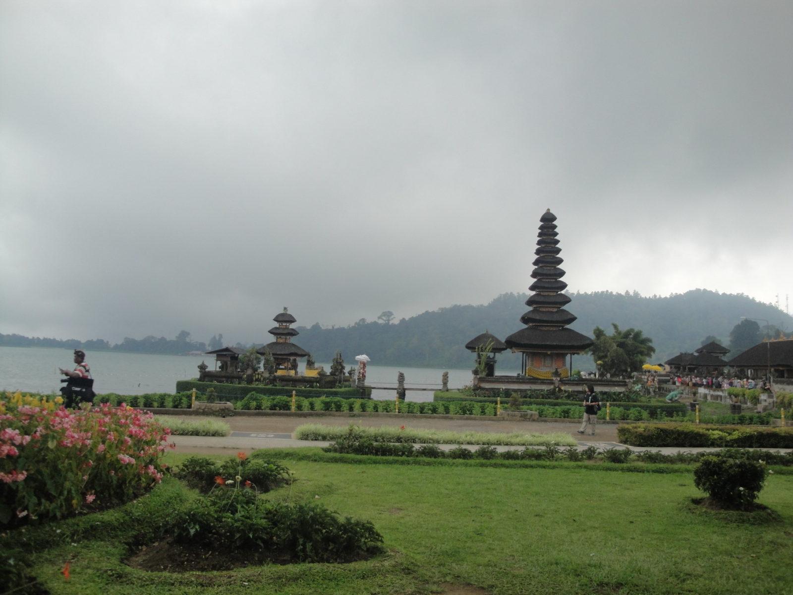 Высокогорные озера Бали — Буян и Тамблинган, храм Пура Улун Дану Бератан