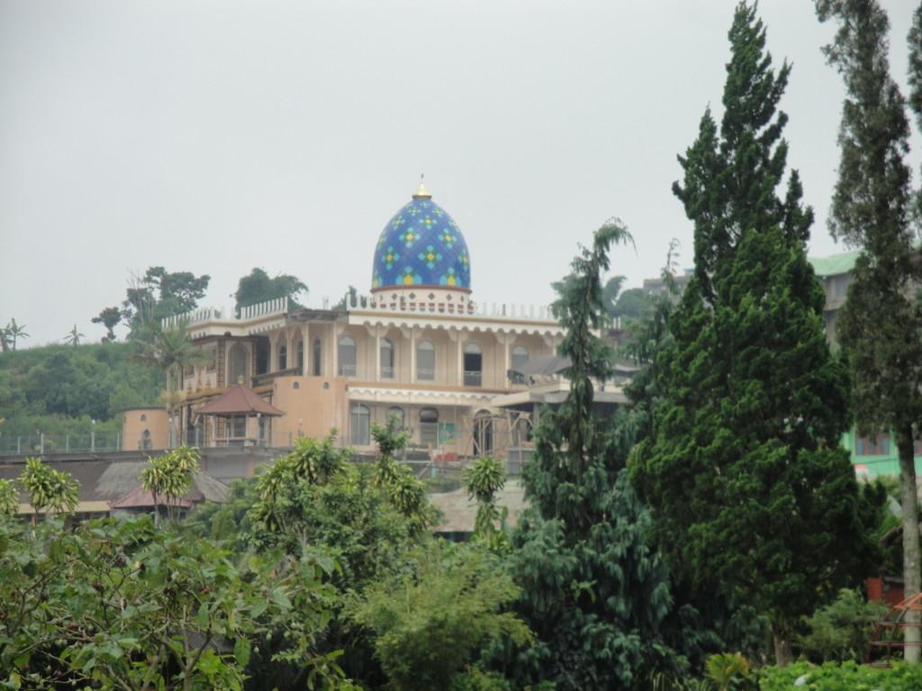 Мечеть у озера Бератан