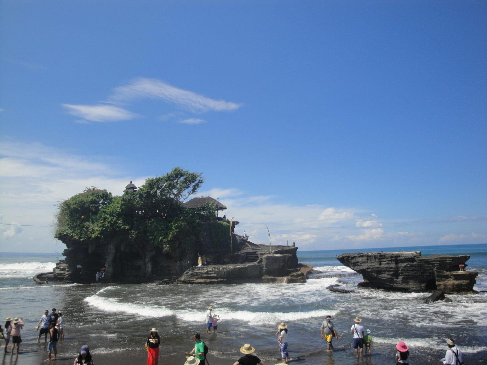 Храмы Пура Танах Лот и Пура Бату Болонг на Бали