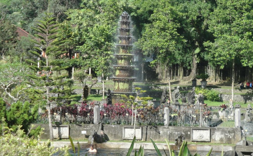 Большой фонтан в Тирта Ганга