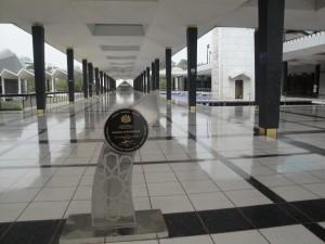 Внутри мечети Масжид Негара