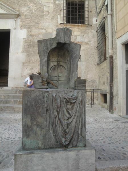 Памятник скорби в Жироне
