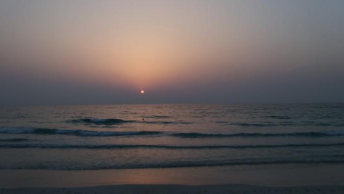 Закат на море в Шардже