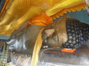 Дежащий будда Пном Кулен