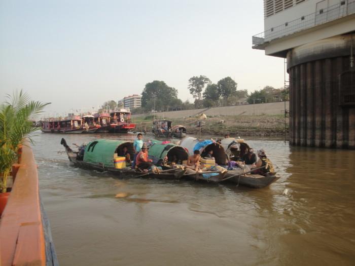 Река в Пномпене