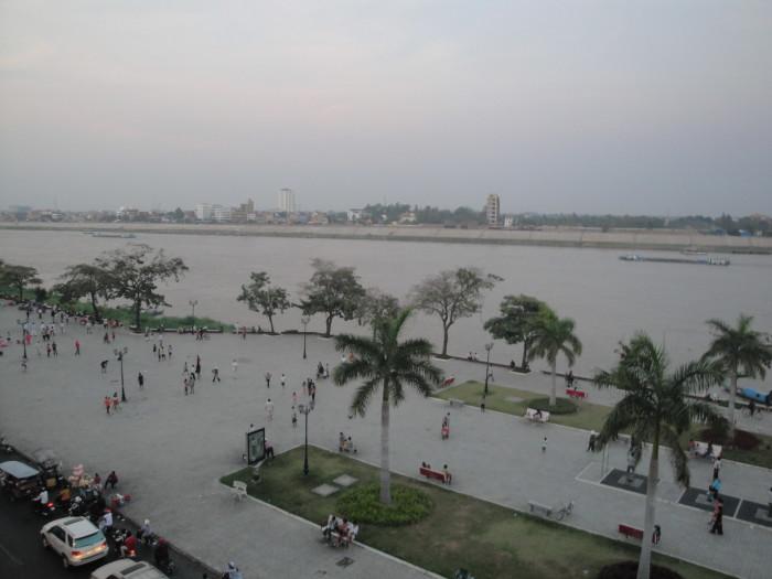 Пномпень. Набережная.