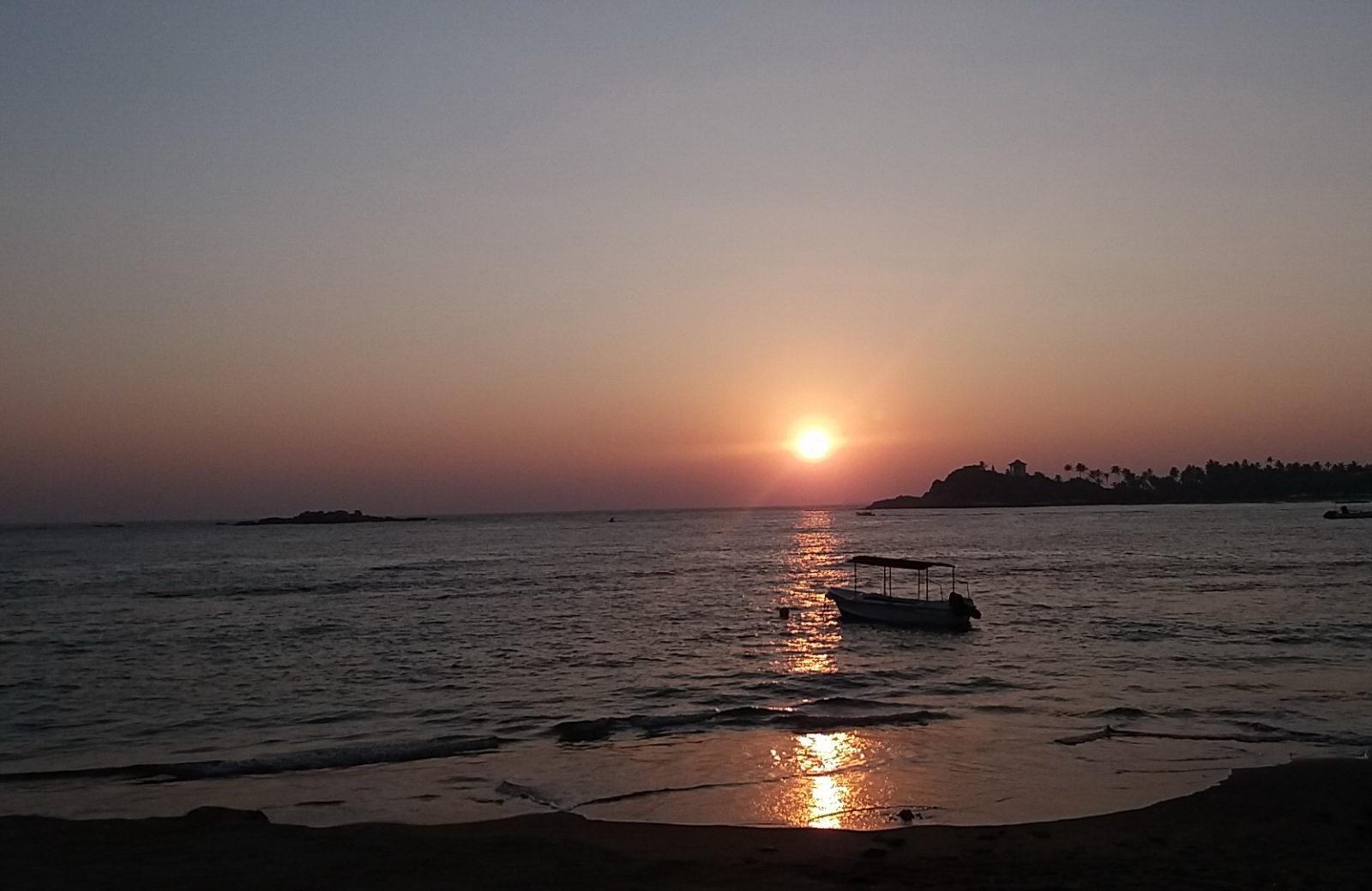 Унаватуна — один из лучших пляжей Шри Ланки