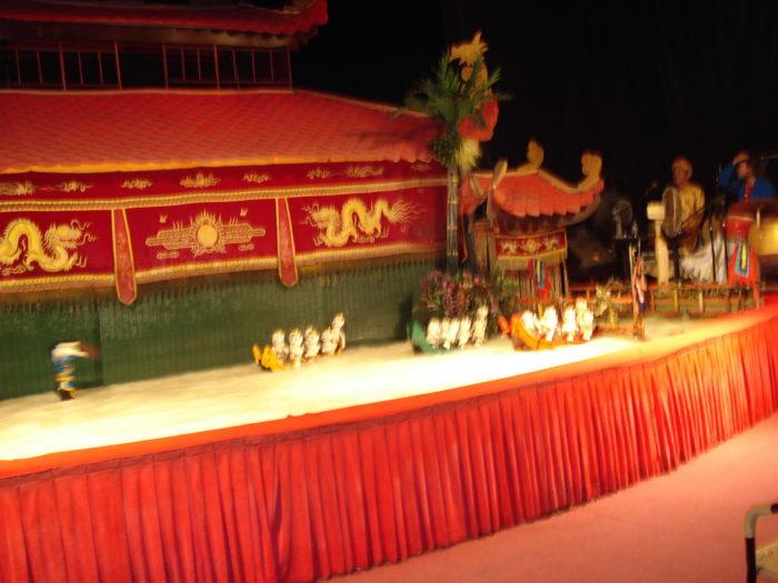 Театр кукол на воде в Хошимин