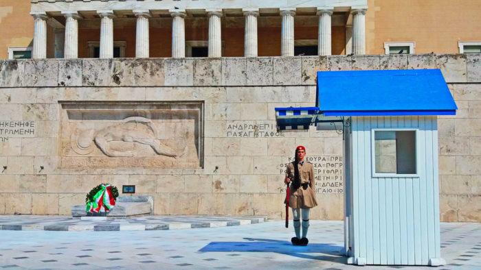 Почётный Караул у здания Парламента в Афинах