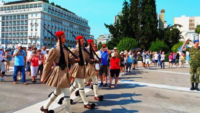Смена почётного караула в Афинах