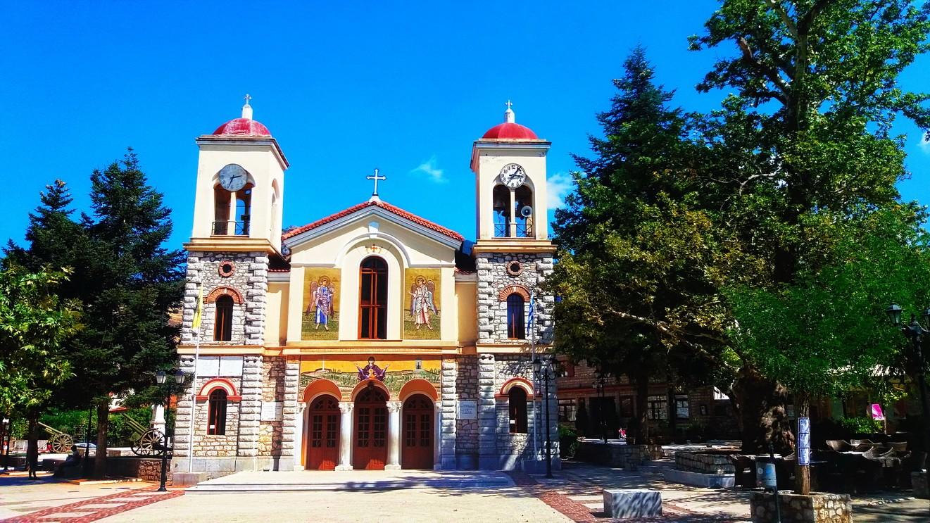 Калаврита — живописный городок в горах Греции