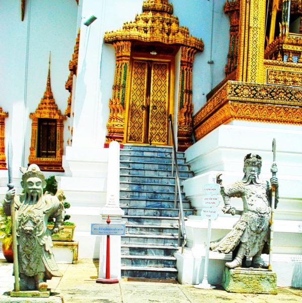 статуи в Королевском Дворце
