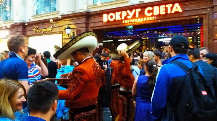 на улицах москвы болельщики ЧМ