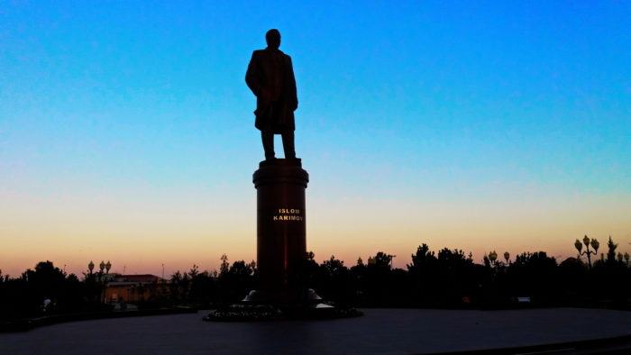 Памятник Каримову в Самарканде